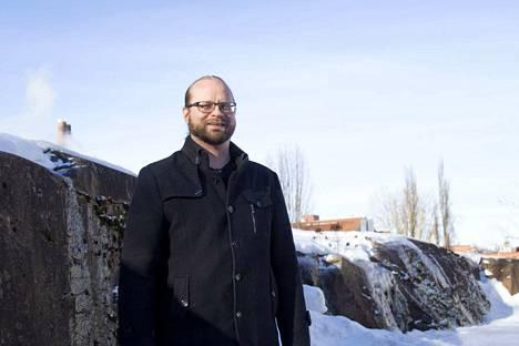 Petteri Hoisko on ennättänyt tehdä ympäristötarkastajan töitä Valkeakoskella parin viikon ajan. Hän on yhteyshenkilönä kokeilussa, jossa kannustetaan tavallisia perheitä ilmastoystävälliseen elämäntapaan.
