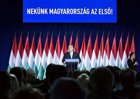 Pääministeri Viktor Orbán johtaa Unkaria ja Fidesz-puoluetta yksinvaltaisin ottein.