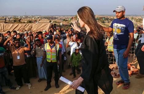 YK:n pakolaisjärjestön UNHCR:n erityislähettiläs, amerikkalaisnäyttelijä Angelina Jolie vieraili helmikuun alussa rohingya-pakolaisten leirissä Bangladeshissa.