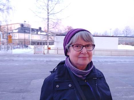 Else Heikkilä ei aio lähteä kadun varteen seuraamaan Nykäsen hautajaissaattuetta.