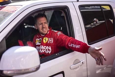 Ferrarin Sebastian Vettel ajoi talven nopeimman kierroksen.