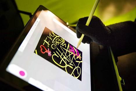 Piirto-ohjelman peruskäyttö on yhtä yksinkertaista kuin kynällä paperille piirtäminen.