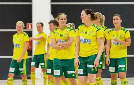 Satu Pesonen (7), Jonna Kykkänen (10), Nina Rantala (6), Tiina Pöyry (3) ja muut Ilveksen naiset johtavat liigaa tällä hetkellä kaikkiaan 39 pisteen potilla, kuusi pinnaa kakkosena kärkkyvää GFT:tä edellä.