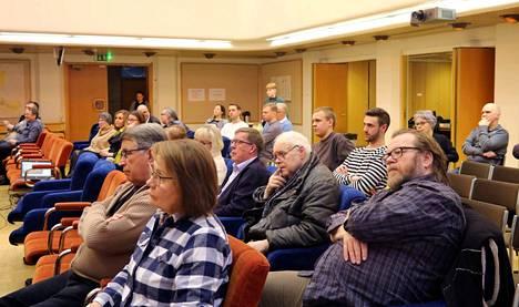 Vihreiden järjestämä eduskuntavaalipaneeli keräsi mukavasti yleisöä lauantaina Mänttä-Vilppulan kaupungintalolle.