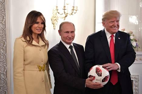 Venäjän presidentti Vladimir Putin, Yhdysvaltain presidentti Donald Trump ja hänen vaimonsa Melania Trump Helsingissä 16.7.2018.