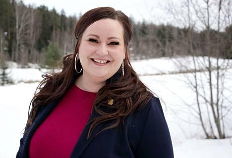 Kemianteollisuudessa viestintäpäällikkönä työskentelevä ja joukkueshowtanssia harrastava, 37-vuotias Laura Heinovaara kisaa Miss Plus Size -kilpailun voitosta 22. maaliskuuta Vanajanlinnassa.