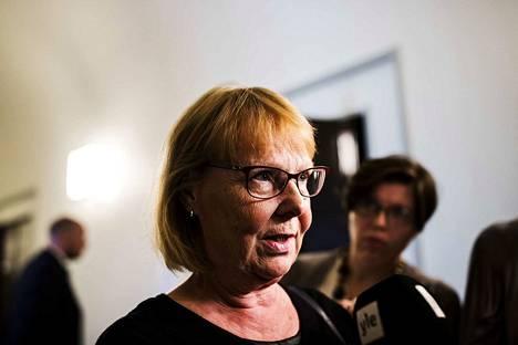 Perustuslakivaliokunnan puheenjohtaja Annika Lapintie on laatinut muistion yhdessä valiokunnan sihteerin kanssa.
