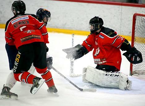 Atte Nieminen iski kaksi maalia, Valtteri Kyllinen hoiteli 37 torjuntaa Pyryn ottaessa 9-1 voiton A-nuorten Suomisarjassa.