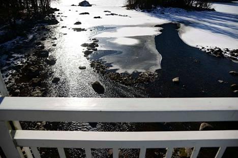 Nykyinen vedenkorkeus Apian havaintoasemalla on noin 43 senttiä ajankohdan keskimääräisen alapuolella. Nyt näyttää siltä, että tätä Valkeakosken voimalaitoksen juoksutuksen rajoitusta jatketaan ainakin alkukesään asti.