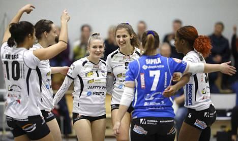 Vasta 20-vuotias Iina Andrikopoulou (numero 9) nousi heti ensimmäisellä pääsarjakaudellaan koko liigan kovimpien pisterohmujen joukkoon.