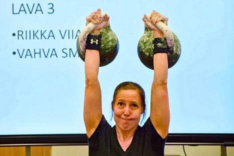 Riikka Viiala tavoittelee Saksan EM-kisoissa mitaleita kahdessa mestaruussarjan lajissa. Loppuvuodesta tähtäimessä ovat kahvakuulaurheilun MM-kilpailut, jotka käydään Serbiassa marraskuussa.