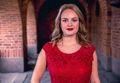 Minna Rinta muutti aikanaan Ilmajoelta Savonlinnaan opiskelemaan. Sieltä hän päätyi opettajaksi Pirkkalaan.