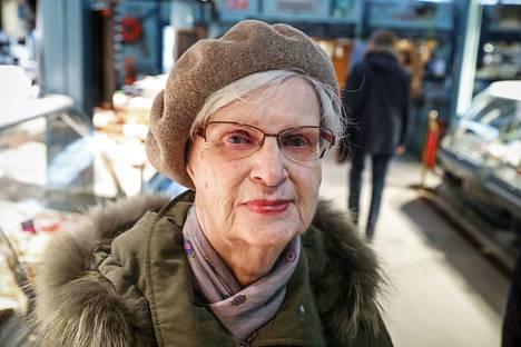 Riitta Väisänen kertoo, että kukaan yksittäinen nainen ei ole varsinaisesti vaikuttanut hänen ajattelumaailmaansa. –Vahvoja naisia on paljon poliitikoissa ja muissakin vaikuttajissa, näyttelijöissä ja musiikin alalla. En ole koskaan ajatellut, että joku olisi minulle esikuva.