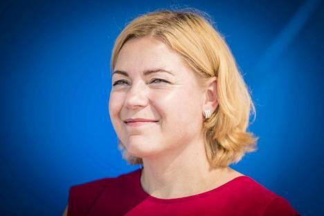 EU-komissio on arvioinut sukupuolten välisestä työllisyyserosta aiheutuvan vuosittain 370 miljardin euron taloudellisen menetyksen, muistuttaa europarlamentaarikko Henna Virkkunen (kok.).