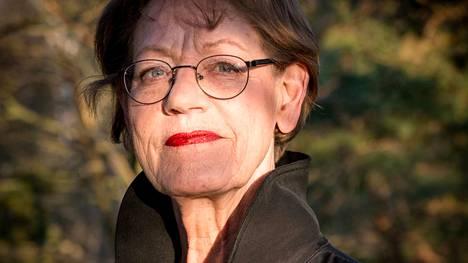 71-vuotiaalla Gudrun Schymanilla on ainutlaatuinen ura Ruotsin politiikassa. Ensin hän johti vasemmistopuoluetta, sitten feministejä.