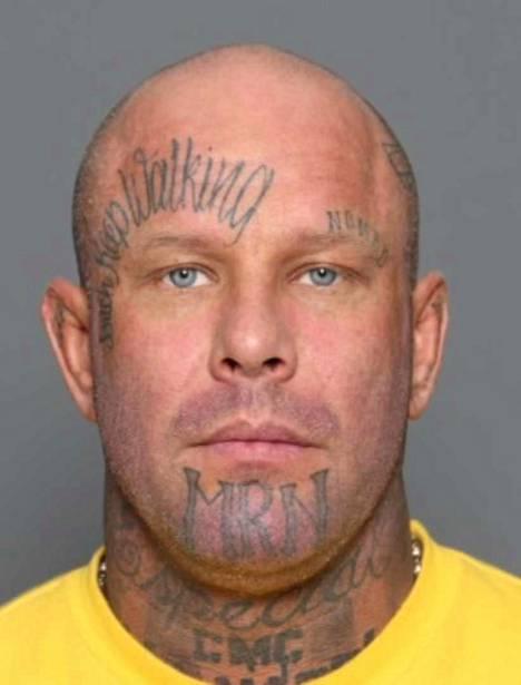 """Janne """"Nacci"""" Petteri Tranberg on syntynyt vuonna 1974. Pituus 180 cm. Cannonball MC:n entistä johtajaa etsitään suorittamaan 649 päivän vankeusrangaistusta ja vastaamaan syytteisiin 25 törkeästä veropetoksesta."""