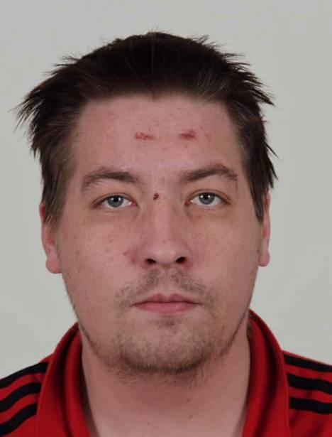 Matti Antero Qvick on syntynyt vuonna 1988. Pituus 181 cm. Häntä etsitään suorittamaan 712 päivän vankeusrangaistusta muun muassa raiskauksesta, törkeästä kotirauhan rikkomisesta, törkeästä varkaudesta ja pahoinpitelystä.