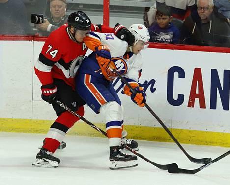 Valtteri Filppula oli vaikea pideltävä Ottawalle. Mark Borowiecki roikkui suomalaisessa yön ottelussa.