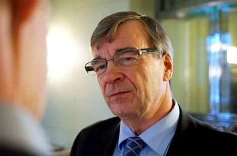 Timo Kalli (kesk.). Arkistokuva.