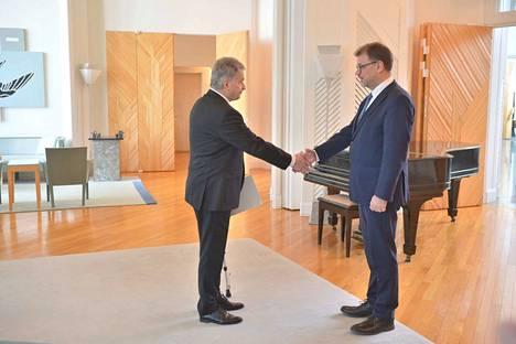 Presidentti Sauli Niinistö myönsi Suomen hallitukselle eron perjantaina noin kello 10.15 Mäntyniemessä.