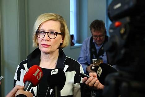 Paula Risikko vahvisti ennen puoltapäivää, että sote- ja maakuntauudistuksen käsittely eduskunnassa on lopetettu.