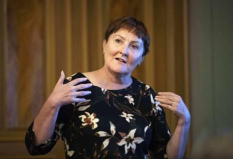 Aino-Maija Luukkonen suhtautuu myönteisesti kuntayhtymäpohjaiseen sote-ratkaisuun, vaikka sellainen onkin pitkissä puissa.