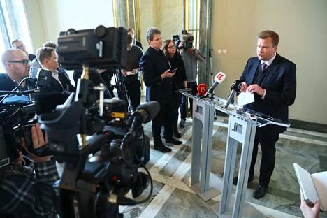 Antti Kaikkonen sanoo antavansa hallitukselle arvosanaksi 8, vaikka sote kaatui.