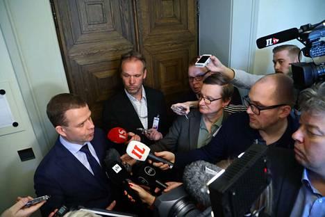 Petteri Orpon (kok.) mukaan hallituksen kaatumisella ei ole enää suurta käytännön merkitystä, koska vaaleihin on vain viisi viikkoa. Merkitystä hallituksen imagon kannalta Orpo ei halunnut arvioida.