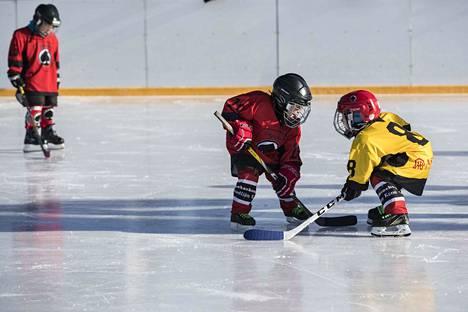 Lasten ilo ja harrastamisen riemu ovat tärkeitä asioita junioriurheilussa.