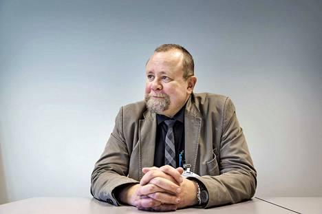 Psykiatrian dosentti ja Psykiatrisen vankisairaalan vastaava ylilääkäri Hannu Lauerma korostaa, että manipulointitaitojen opettelu oman edun nimissä ei ole hyväksyttävää. Lauerman mukaan hypnoosia voi käyttää esimerkiksi seksuaalirikosten valmisteluun.