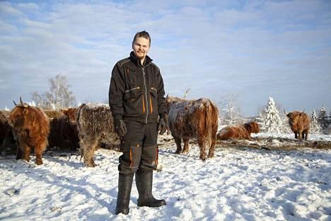 Maajusseista nuorin on 25-vuotias Antti Lapinlahdelta. Hän kasvattaa suvussa jo 1850-luvulla olleella tilallaan ylämaankarjaa. Kesäksi hän avaa pienen tilapuotinsa, jossa myydään oman tilan lihan lisäksi lähiseudun tuotteita.