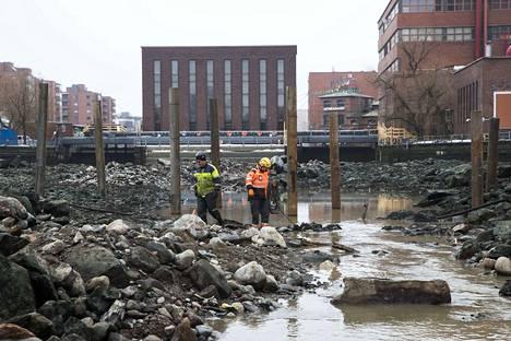 Tammerkoski tyhjennettiin viimeksi Hämeensillan tukitolppien ja väliaikaisen kävelysillan tukien asentamisen ajaksi huhtikuussa 2018.