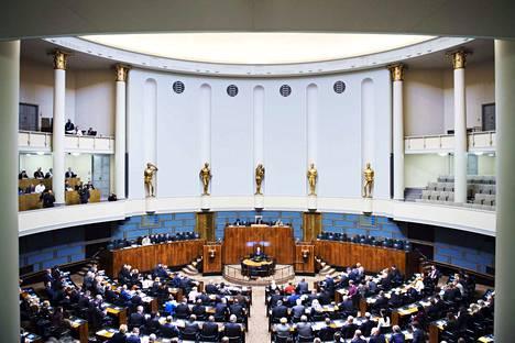 Moni pirkanmaalaisista kansanedustajista kuuli hallituksen kaatumisesta viestinten kautta.