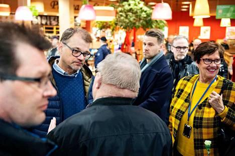 Toimitusministeristön pääministeri Juha Sipilä sai Forssan seudun keskustaväeltä kehut hallituksen eropyynnöstä.