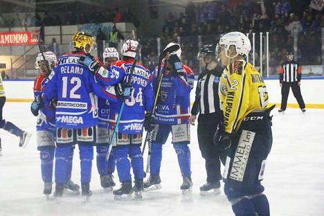 KeuPa HT juhli Jani Ollitervon 3-0 -osumaa RoKin pelaajien poistuessa vaihtoaitioon apein mielin.