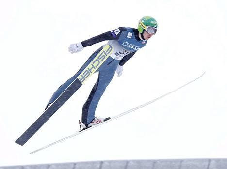 Onnistunut hyppy takasi Ilkka Herolalle hyvät asemat hiihto-osuudelle.