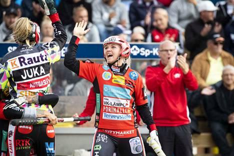 Susanne Ojaniemi löi neljännessä kotiutuslyöntikisassa Emilia Itävalon kotiin ja ratkaisi voiton Pesäkarhuille.