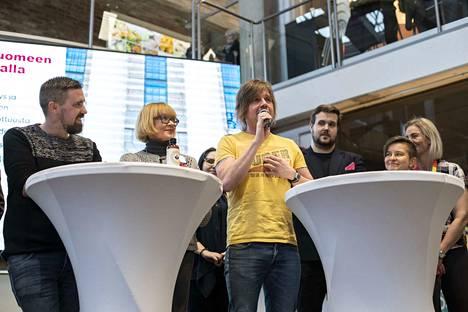 Satakunnan vasemmistoliiton ehdokkaat esittäytyivät. Keskellä Jaakko Jäntti.
