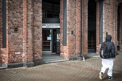 Kirjoittajan mielestä merkittävin Satakuntaa yhdistävä asia lienee Porin yliopistokeskuksen saaminen ja sen toiminnan puolustaminen.