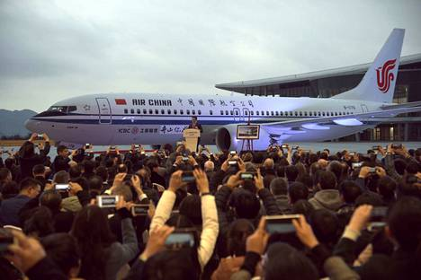 Kiinalainen Air China sai ensimmäisen Boeing 737 MAX 8 -koneen viime joulukuussa. Nyt Australia, Kiina, Singapore ja Indonesia pitävät kyseisen konetyypin maassa toistaiseksi.