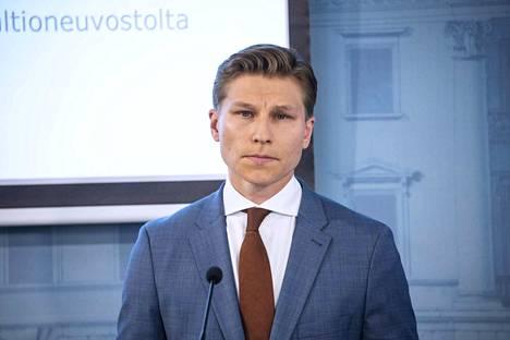 Oikeusministeri Antti Häkkänen korostaa, että lapsia on suojeltava väkivallalta kaikin mahdollisin keinoin.