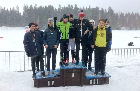 Yläkoulujen poikien vapaan tyylin viestikisan Kaupissa voitti Kämmenniemi, hopeaa sai Sampo ja pronssia Tampereen kansainvälinen koulu.
