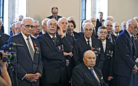 Veteraanien rivit harvenevat kovaa vauhtia ikääntymisen myötä. Vuonna 2011 iso joukko sotaveteraaneja marssi eduskuntaan taistellakseen veteraanien kuntoutuksen puolesta.