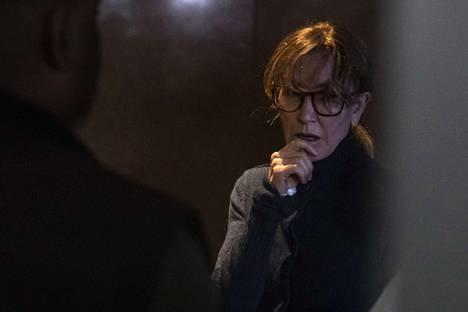 Amerikkalainen tunnettu näyttelijä Felicity Huffman odotti oikeustalon käytävällä kuulemistaan Los Angelesissa tiistaina. Huffmanin tytär pääsi yliopistoon huijauksen turvin.