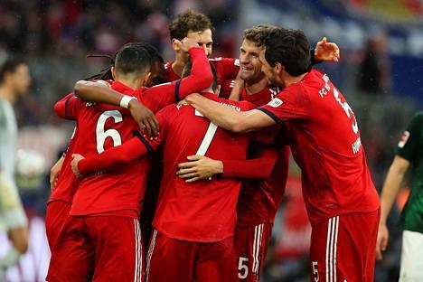 Kumpi tuulettaa Münchenissä, kuvassa punaisissa esiintyvä Bayern vai Liverpool?