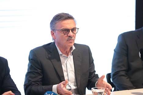 Kansainvälisen jääkiekkoliiton puheenjohtaja Rene Fasel vahvisti, että MM- ja olympiakisat pelataan jatkossa NHL-tyylisessä kaukalossa.