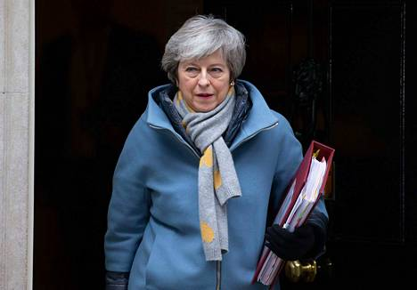 Theresa May on Euroopan polttopisteessä jälleen keskiviikkona. May poistui pääministerin virka-asunnosta Downing Street 10:stä aamulla.