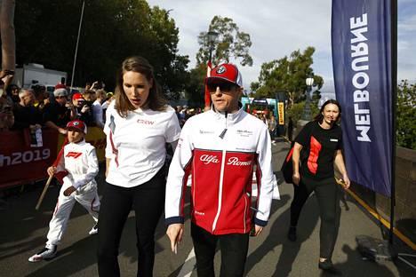 Kimi Räikkönen saapui keskiviikkona Australian Melbournessa järjestettyyn formula ykkösten uuden kauden avaustilaisuuteen.