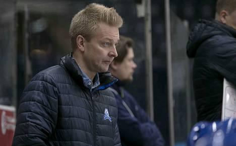 Miikka Kuuselan valmentama LeKi kärsi niukan tappion Vantaalla.
