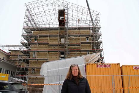 Vs. sosiaali- ja terveysjohtaja Minna Uschanoff kertoo, että Etelä-Pirkanmaan yhteisen vuodeosaston rakennustyöt ovat hieman edellä aikataulusta.